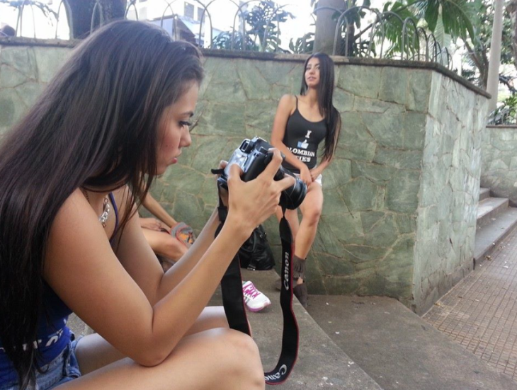 Kandy and Anglea taking photo's in Parque Lleras